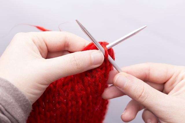 子供から大人まで楽しめることで人気な編み物~作ったマフラー・セーターをプレゼント~